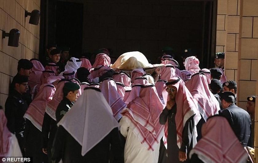 Σαουδική Αραβία: Λιτή η ταφή του βασιλιά Αμπντάλα