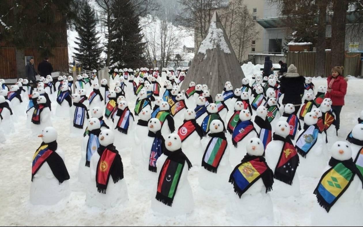Ένας για κάθε χώρα… Ακτιβιστές κατασκεύασαν «193 χιονάνθρωπους διαμαρτυρίας»