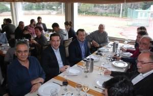 Εκλογές: Με κρασί και χαμόγελα έκλεισε την προεκλογική εκστρατεία ο Αλ. Τσίπρας