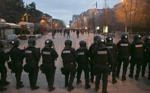 Ένταση στο Κόσοβο μεταξύ αστυνομίας και διαδηλωτών (pics)