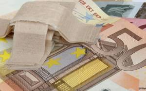 Die Welt: «Το ευρώ μπροστά στον μεγαλύτερο πόλεμο νεύρων της ιστορίας του»