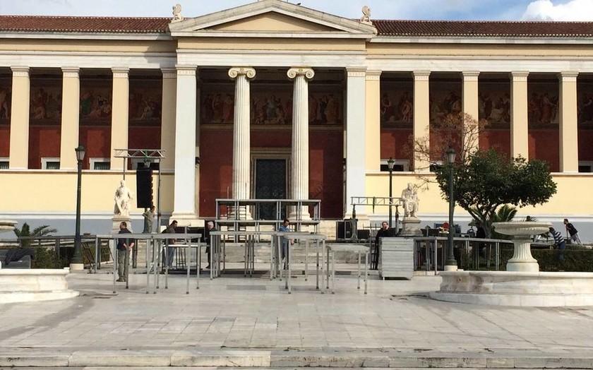 Εκλογές 2015: Στήνεται η εξέδρα για τον Τσίπρα στα Προπύλαια (photos)