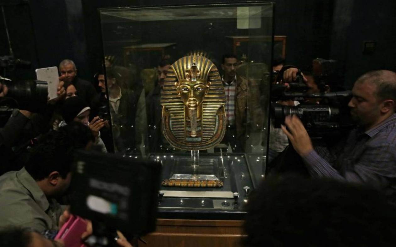 Κάιρο: Έσπασε η μάσκα του Τουταγχαμών και την επισκεύασαν με πρόχειρη… κόλλα!
