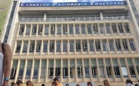 Αστυνομικές δυνάμεις προληπτικά έξω από το ραδιομέγαρο της ΝΕΡΙΤ