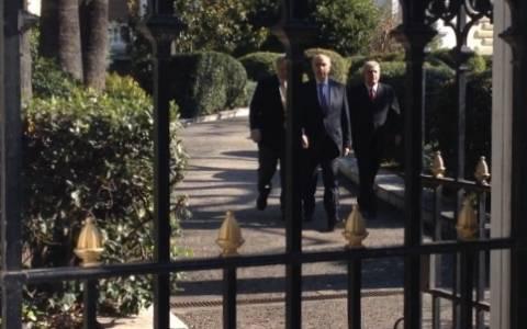 Εκλογές 2015: Ενημέρωση του Κ. Παπούλια από τον πρόεδρο της Βουλής