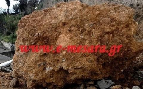 Βράχος «προσγειώθηκε» σε ταράτσα (pics)