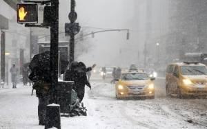 Απέφυγε τα χειρότερα η Νέα Υόρκη - Συνεχίζεται η χιονοθύελλα