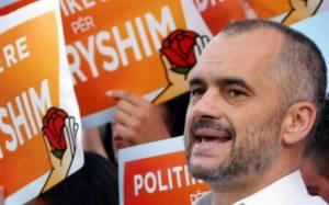 Έντι Ράμα: «Τα παραδοσιακά ελληνικά κόμματα πλήρωσαν τα χρόνια του μπουζουκιού»
