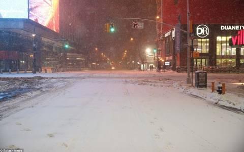 ΗΠΑ: Πρωτοφανής αλλά μικρότερης σφοδρότητας από ότι είχε προβλεφθεί η χιονοθύελλα