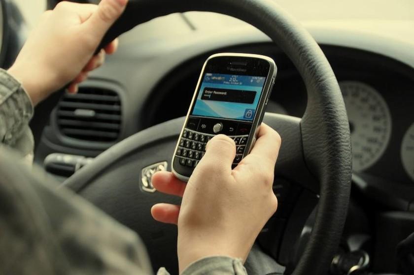 Ι.Ο.ΑΣ: Η χρήση του κινητού τηλεφώνου σκοτώνει την οδήγηση