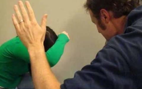 Εργαζόμενη καταγγέλει τον εργοδότη της για ξυλοδαρμό