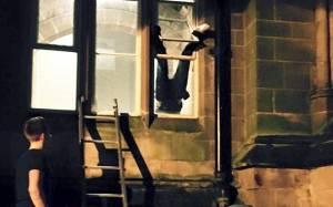 Διαρρήκτης… κόλλησε σε παράθυρο (photos)