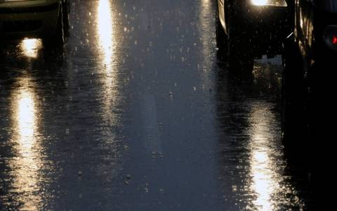 Καιρός: Σφοδρές καταιγίδες σε ολόκληρη τη χώρα