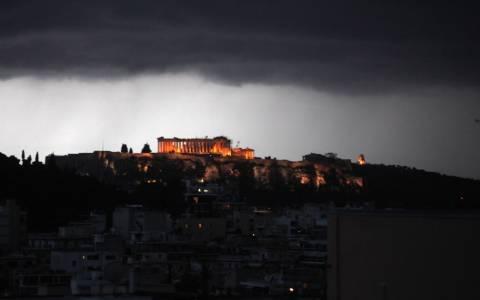 «Αγριεύει» ο καιρός - Ισχυρές καταιγίδες σε όλη τη χώρα