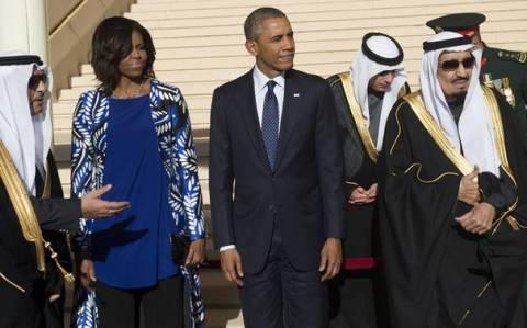 Σαουδική Αραβία: Σάλος με την περιβολή της Μισέλ Ομπάμα (video & pics)