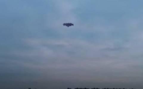 UFO «εξαφάνισε» τα πουλιά από τον ουρανό της Νέας Υόρκης! (video)
