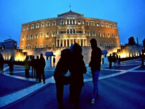 Η «απελευθερωμένη» Βουλή των Ελλήνων by... night (photos)