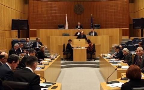 Οι προτάσεις νόμου στην Ολομέλεια για αναστολή των εκποιήσεων