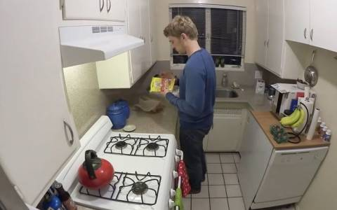 Πώς μαγειρεύουν οι άνδρες και πώς οι γυναίκες (video)