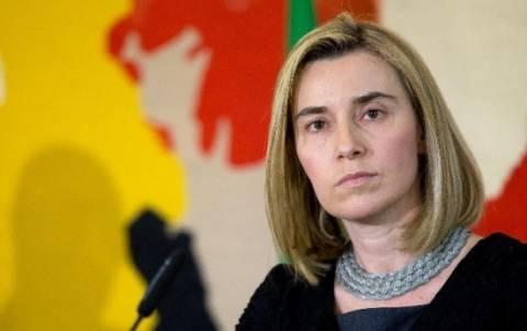 Άσκηση πιέσεων για να επιτευχθεί εκεχειρία στην Ουκρανία ζητά η Μογκερίνι