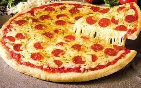 Πλήρωσαν... 98 ευρώ σε ντελίβερι για να φάνε την αγαπημένη τους πίτσα