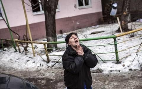 Ντονέτσκ: Νεκροί από οβίδες σε πολιτιστικό κέντρο και τρόλεϊ