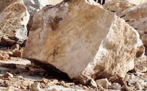 Πτώση τεράστιου βράχου στο οδικό δίκτυο Αγρίνιο – Καρπενήσι (Pic)