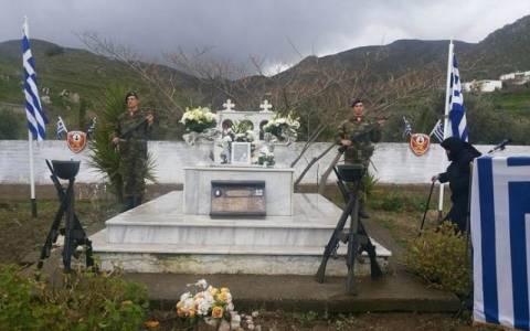 Ο Καμμένος τίμησε τη μνήμη του καταδρομέα Μανώλη Μπικάκη
