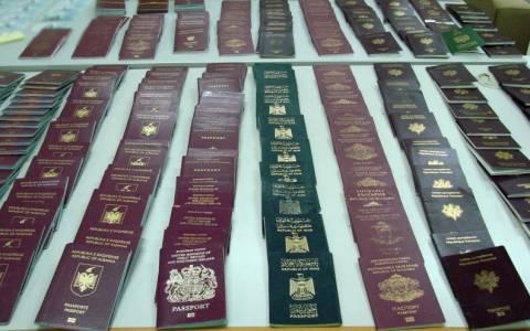 Εξαρθρώθηκε σπείρα που διακινούσε πλαστά ταξιδιωτικά έγγραφα (pics)