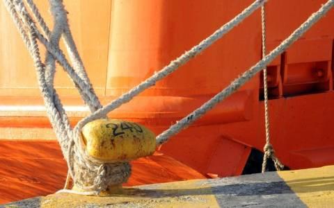 Κακοκαιρία: Δεμένα παραμένουν τα πλοία στα λιμάνια