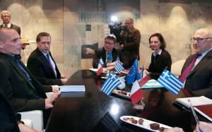 Βαρουφάκης: Θα συναντηθώ με τον Σόιμπλε - Σαπέν: Η θέση της Ελλάδας είναι στο ευρώ