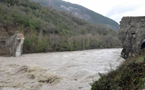 «Φουσκωμένα» όλα τα ποτάμια στην Ήπειρο (pics)
