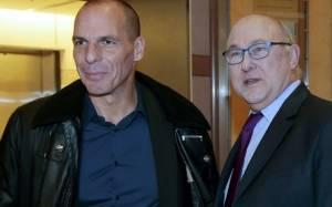 WSJ: «Η Γαλλία υποστηρίζει την Ελλάδα στη μάχη για το χρέος»