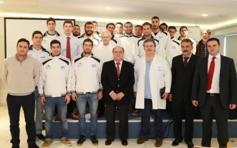 Οι εθνικές ομάδες υδατοσφαίρισης εθελοντές δότες μυελού των οστών