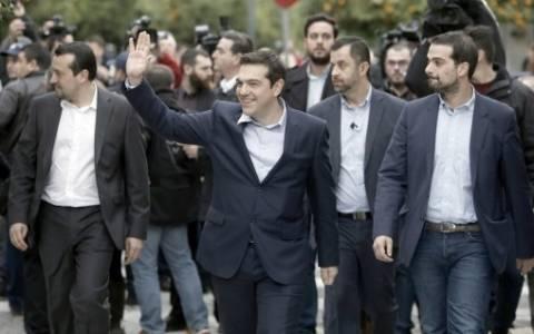 Γιατί οι υπουργοί της κυβέρνησης ΣΥΡΙΖΑ δεν φορούν γραβάτα; (photo)