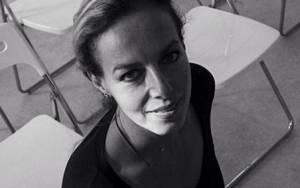 Δανάη Στράτου: Η σύζυγος του Γιάνη Βαρουφάκη δεν είναι μια... συμβατική «κυρία Υπουργού»