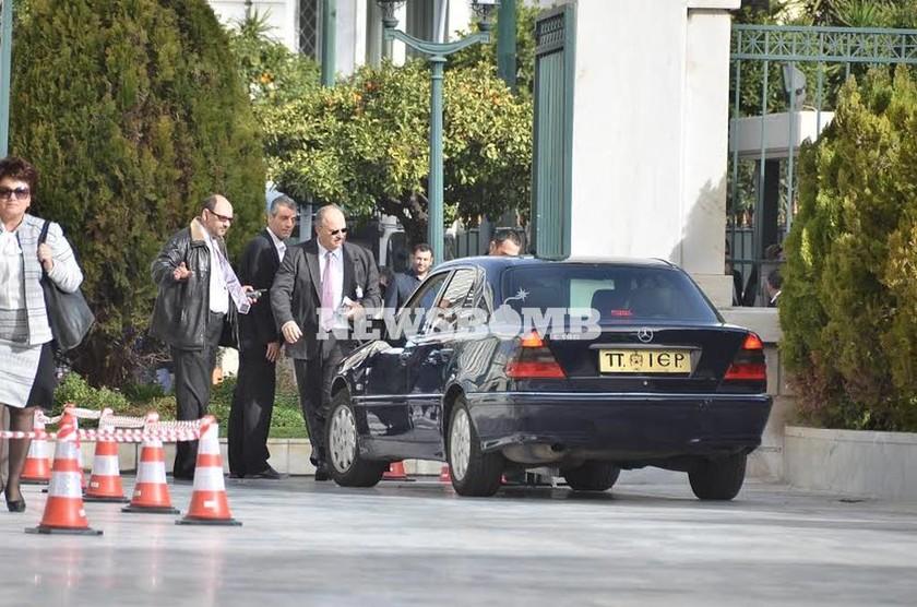 Βουλή: Τράκαρε αυτοκίνητο της Αρχιεπισκοπής! (photos)