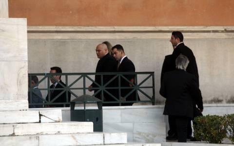 Στη Βουλή και οι προφυλακισμένοι βουλευτές της Χρυσής Αυγής (photos)