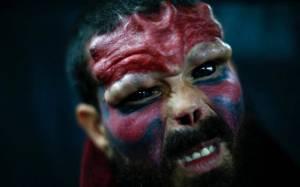 Έκοψε τη μύτη του για να μοιάσει στο «Κόκκινο Κρανίο»! (photos)