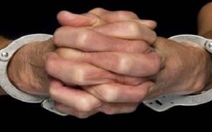 Σύλληψη υποπτέραρχου εν αποστρατεία για μίζες