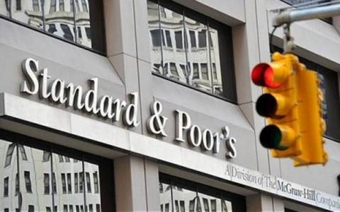 Σφίγγουν τη θηλιά οι αγορές: Η Standard & Poor΄s υποβάθμισε την ελληνική οικονομία