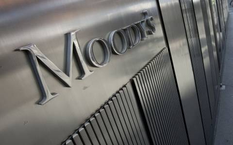 Ο οίκος Moody's απειλεί με υποβάθμιση την Ελλάδα