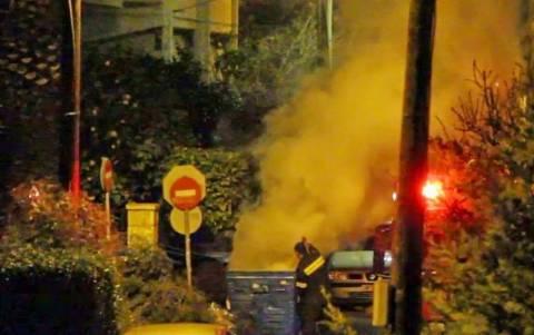 Φωτιά σε κάδο αναστάτωσε γειτονιά στην Παλλήνη (video)