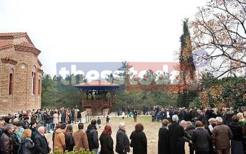 Λαϊκό προσκύνημα στον τάφο του Αγ. Παϊσίου (photos)