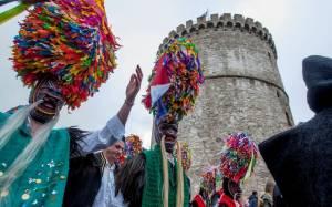 Κωδωνοφόροι «αναστάτωσαν» το κέντρο της Θεσσαλονίκης (Photos)