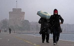Έπεσαν οι πρώτες νιφάδες στο κέντρο της Θεσσαλονίκης