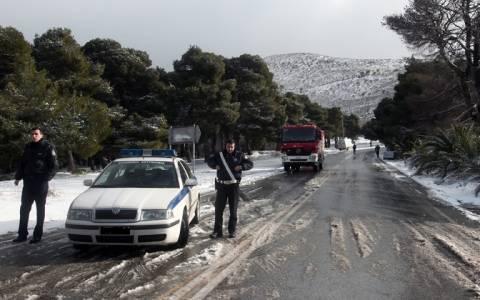 Διακοπή κυκλοφορίας λόγω έντονης χιονόπτωσης στην επαρχιακή οδό Ελευσίνας - Θήβας