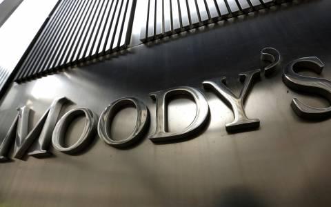Ο οίκος Moody's υποβάθμισε το αξιόχρεο πέντε ελληνικών τραπεζών