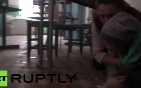 Ουκρανία: Η στιγμή που οβίδα σκάει μέσα σε ένα εστιατόριο (video)
