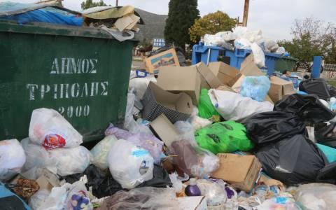 «Πνιγμένη» στα σκουπίδια η Τρίπολη – Πότε αρχίζει η αποκομιδή τους